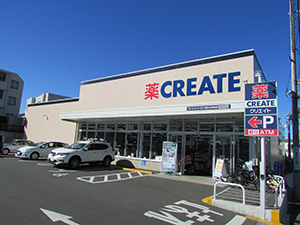 CVS中食を導入した「クリエイトSD鶴見北寺尾店」。15年春に青果中心に生鮮を増やした