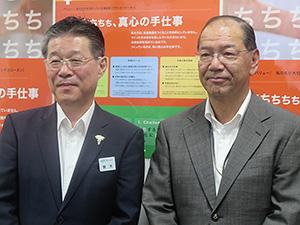 和田博行社長(右)と青木雅一営業本部営業副本部長