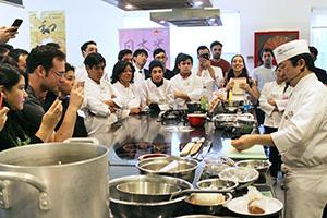 世界に羽ばたく日本の食 外務省「食産業担当」現地ルポ(12)チリ 市民権得た…
