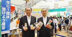佐古則男社長(左)と朱宮伸治リーフウォーク稲沢支配人