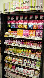 売場では健康・美容を基軸にトクホや機能性表示食品、栄養機能食品が並ぶ