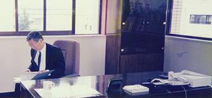 大連日清製油有限公司の総経理室にて(1996年)