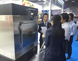 展示会でお披露目された飲食店向けのCAS機能付き急速凍結機