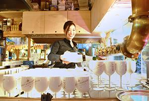 東京・表参道の会場では計5種の「モエ」を提供