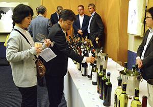 フランス産ワインを中心に紹介した