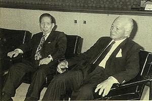中部謙吉氏(左)と白洲次郎氏(1972年)