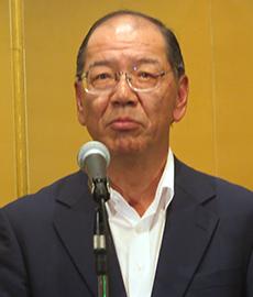 あいさつする和田博行会長
