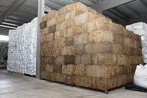 高止まりが続く輸入原藻(伊那食品工業の原料倉庫)