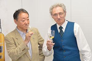 土屋守氏(左)とデニス・マルコム氏