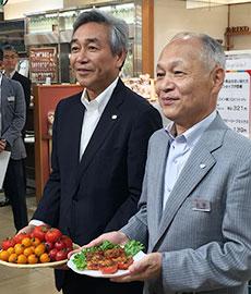 カゴメ・寺田直行社長(左)とジェイアール東海高島屋・山田正男社長