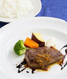 東京都内で活躍する一流料理人が「鳥取和牛」を使ったオリジナルメニュ ーを提供する