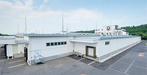 JR宇都宮駅より車で約20 分の場所に位置するあづま食品本社・栃木工場