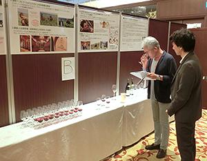 仏ブルゴーニュ産「アルベール・ビショー」は比較試飲で、グラス提案との好相性を訴求した