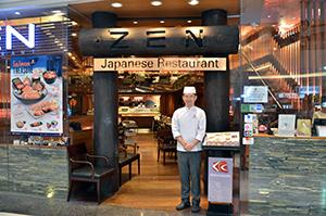 タイで人気の日本食チェーン「ZENレストラン」のエグゼクティブ・シェフ松岡玄明さん=バンコク・バンナー店で小堀晋一が7月12日写す