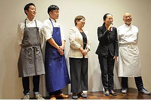 一家で栃木を盛り上げる音羽和紀氏(右)(7月31日)