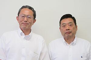 中田雅史専務理事(左)と前田剛広報部長兼自販機部長