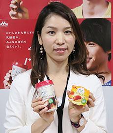 1日には本社で新ブランド「乳酸菌と暮らそう」 をお披露目。さまざまな気分や喫食シーンで