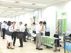 中食・外食、食品メーカーなどの担当者が商談に訪れた