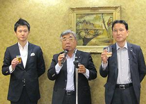 左から宮前有一郎委員長、菅野弘前理事長、遠藤栄一副委員長