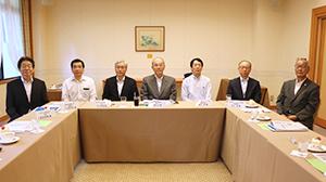 8月29日、東京・元赤坂の明治記念館で行われた選考委員会