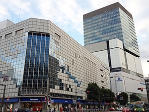 11月に改装オープンする松坂屋上野店。後方は上野フロンティアタワー