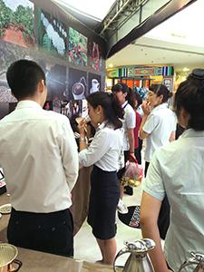 中国・大連「友誼商城」で行われた販売会