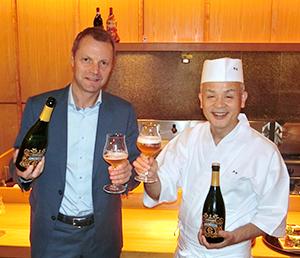 ディルク・リンデマンス氏(左)と分とく山の野崎洋光総料理長