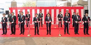 西日本食品界重鎮らによる恒例のテープカット