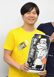新商品をアピールする稲垣聡マーケティングディレクター
