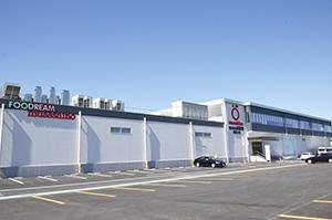 10月16日から本稼働したセブンイレブン専用工場の群馬工場(群馬県高崎市)の外観