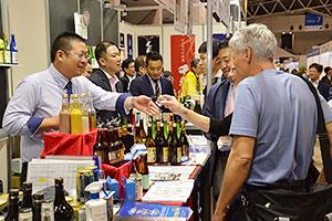 多彩な日本産酒類を海外バイヤーにアピールした