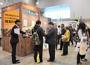 世界的なトレンドのコーヒー。鈴木コーヒーのブースも注目度が高い(2016年)