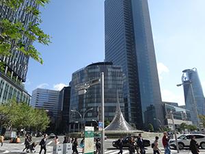 景気判断が上方修正された東海地区の名古屋駅前。27年予定のリニア中央新幹線開通など材料は多いが、一般生活者への恩恵は
