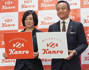 三須和泰社長(右)と内山妙子新CIプロジェクトマネージャー