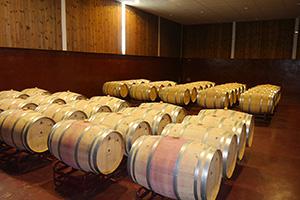 ワインの熟成樽。複雑な味わいを与える