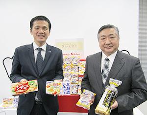 関係者首脳(リョーユーパン(右)とハウス食品)