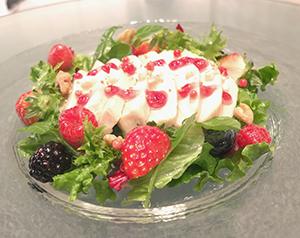 今年の一皿は「鶏むね肉料理」。パワーサラダなどの具材としても需要が広がった