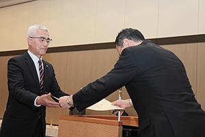 2年連続で柄木田製粉(左)