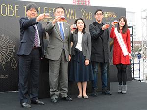 開会式は紅茶で乾杯。左端が北島敬之ユニリーバ・ジャパン・ホールディングス代表取締役