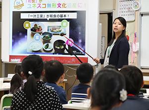 都内の杉並区立馬橋小学校で行われたマルコメの出前授業