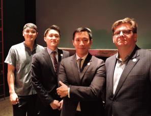 8年かけて集めた3人の仲間。左からシェフのデービッド・シム氏(35歳)、マネージャーのウェスリー・ソン氏(28歳)、サイモン・キム社長、運営責任者のトム・ブラウン氏(44歳)