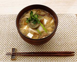 優勝は秋田県の湯沢フラウアスリート村の「納豆汁」