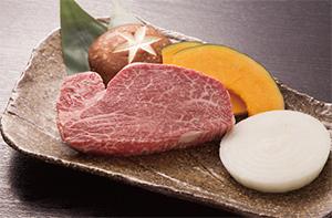 鉄板焼きで一番人気の「和牛フィレステーキ」(80g=4,104円、150g=6,480円/税込み)