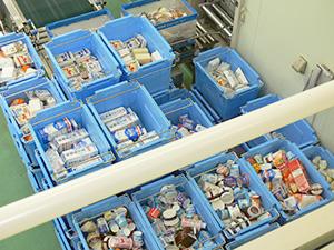 消費期限を過ぎて店頭から回収された日配食品。商品のロングライフ化とそれへの消費者理解も欠かせない取組みの一つだ