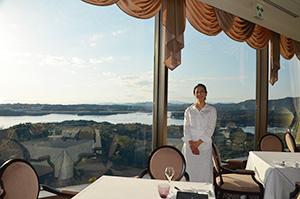 真珠筏が点在する英虞湾(あごわん)を望むフレンチレストラン「ラ・メール」