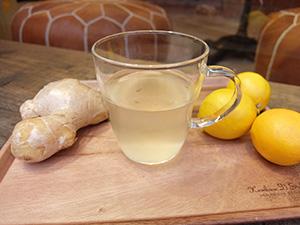 発酵したコンブチャを原料に、有機のレモンとショウガを加えた「ホットレモネード」