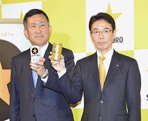 高島英也社長(左)と宮石徹営業本部長