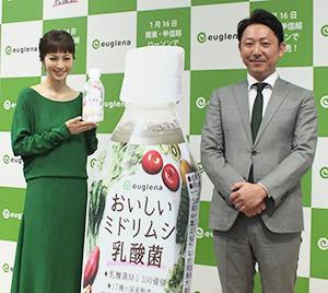 福本拓元取締役(右)と安田美沙子
