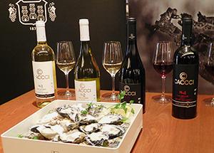 カキ専用ワイン「CACCCI(カッキー)」。左から、「ソーヴィニヨン・ブラン」「シャルドネ」「ピノ・ノワール」「カベルネ・ソーヴィニヨン」