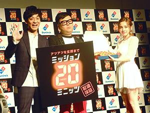 18日、東京・ベルサール六本木で行われた発表会に都丸沙也華(右)、とろサーモンが参加